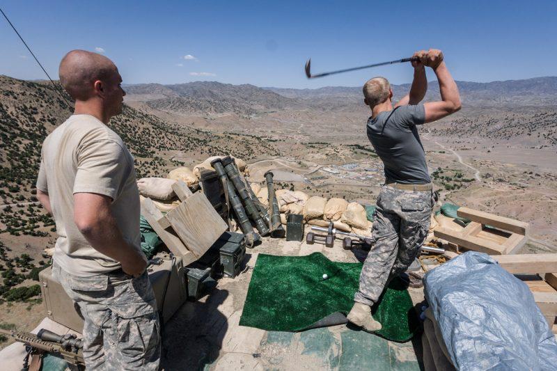 US-Soldaten beim Abschlag auf einem Beobachtungsposten über FOB Tillman in der afghanischen Provinz Paktika. (c) Simon Klingert