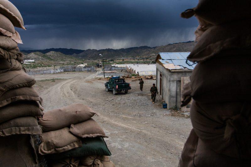Ein Sturm nähert sich einem Außenposten in der Provinz Paktika im Osten Afghanistans. (c) Simon Klingert