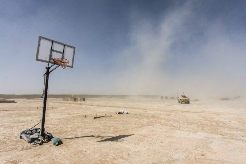 Improvisiertes Basketballfeld auf der Basis in Wazi Khwa, Ost-Afghanistan. (c) Simon Klingert