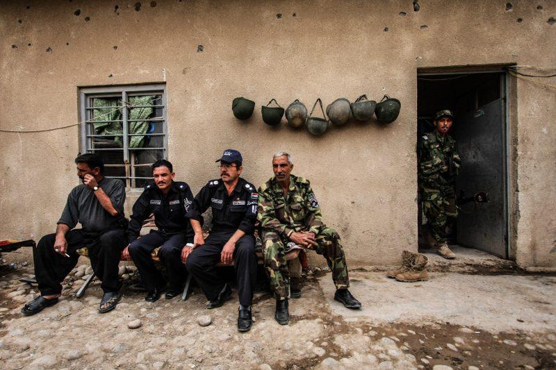 Irakische Polizisten auf ihrem Außenposten in der Provinz Diyala. (c) Simon Klingert