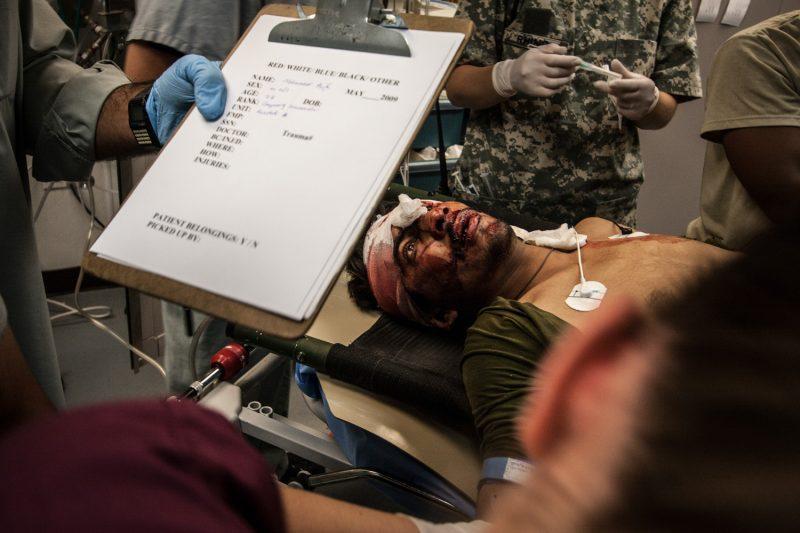 Verwundeter afghanischer Soldat im Schockzustand. (c) Simon Klingert