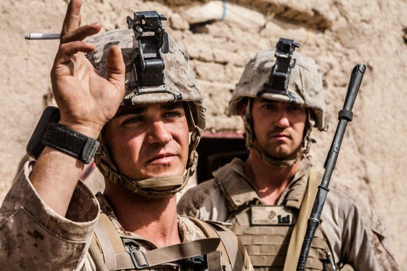 Operation Rocky Point: Ein Sergeant der US-Marines erteilt Befehle, Helmand, Afghanistan. (c) Simon Klingert